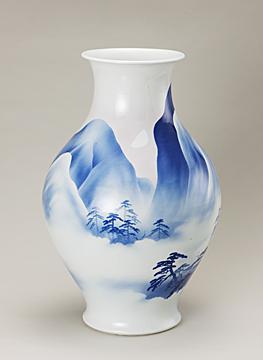 図2「釉下彩山水図花瓶」